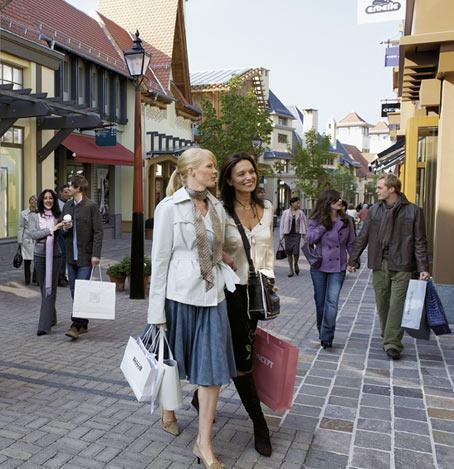 Im Wertheim Village Outlet Shopping kann man jetzt schon erleben, wie gut sich das Mode-Frühjahr 2007 anfühlt