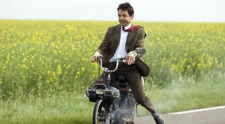 Mr. Bean (Rowan Atkinson) will an den Strand - doch das ist gar nicht so leicht
