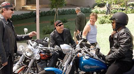 Einzige Abwechslung im tristen Einerlei der Midlife-Crisis-Kandidaten sind die wöchentlichen Treffen ihres kleinen Motorradclubs