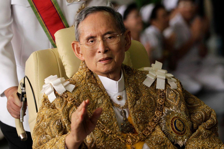 König Bhumibol Adulyadej bei einem der wenigen Auftritte 2010