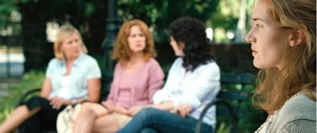 Gelangweilt auf dem Spielplatz: Kate Winslet (rechts)