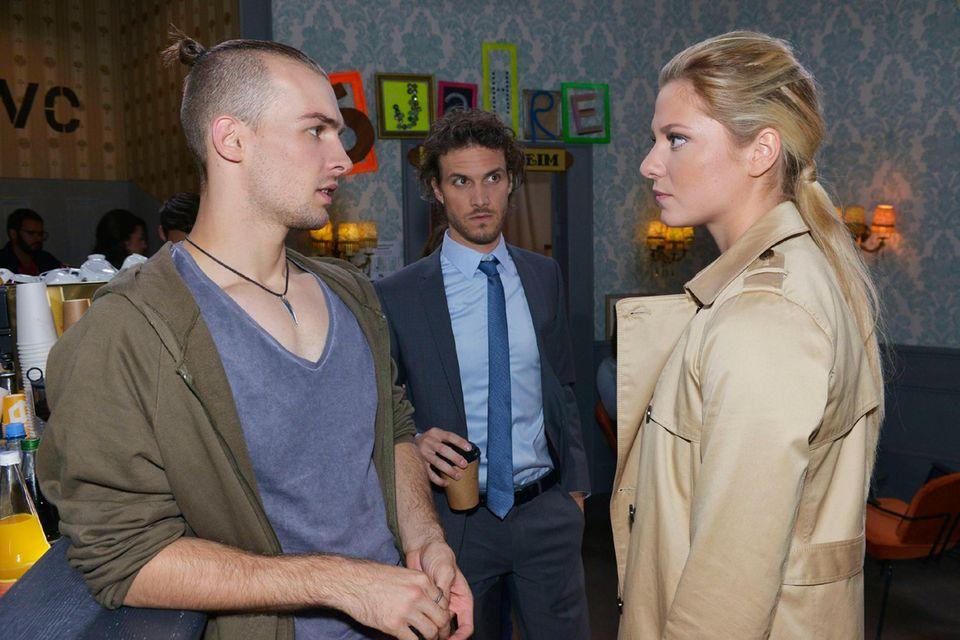 Sunny (Valentina Pahde) findet Chris' (Eric Stehfest, l.) Verhalten in Bezug auf seinen Bruder Felix (Thaddäus Meilinger) paranoid.