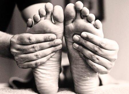 Die Akupressurpunkte des Körpers finden sich in der Fußsohle wieder