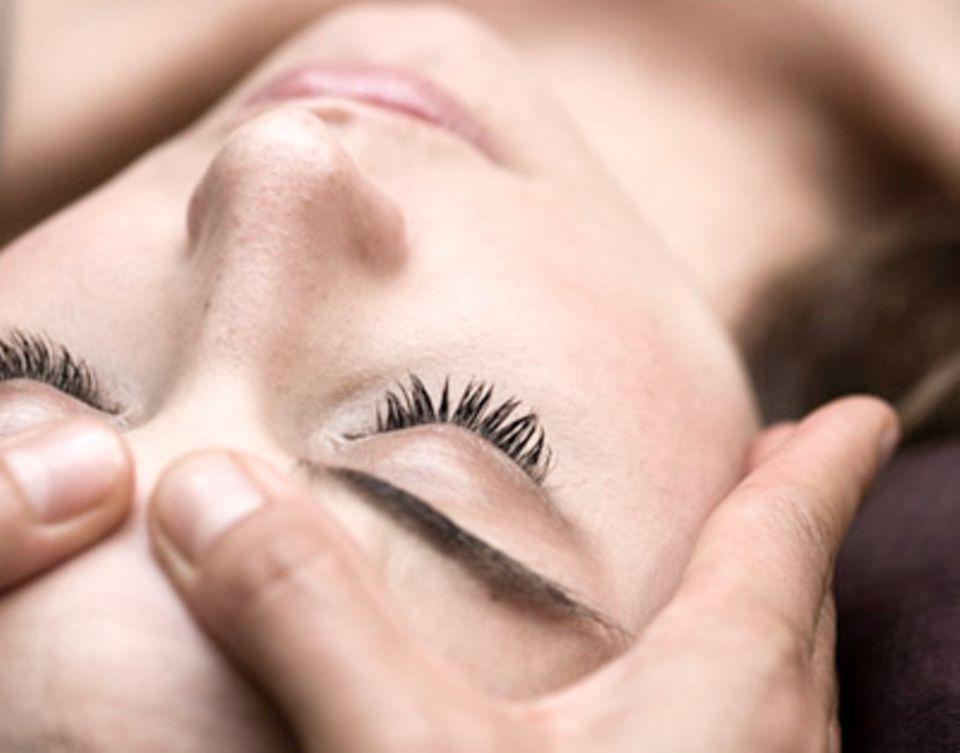 Die Kopfmassage gehört zu den klassischen Entspannungstechniken