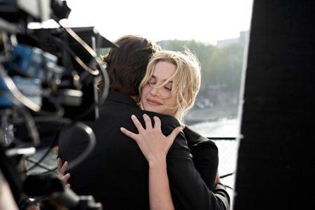 "kate Winslet, Trésor - Happy End auf der Pariser Pont des Arts: Kate Winslet verkörpert die ""Femme Trésor"" mit Leidenschaft"