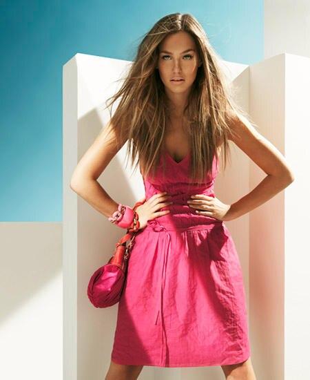 Süß! Himbeerfarbendes Sommerkleid