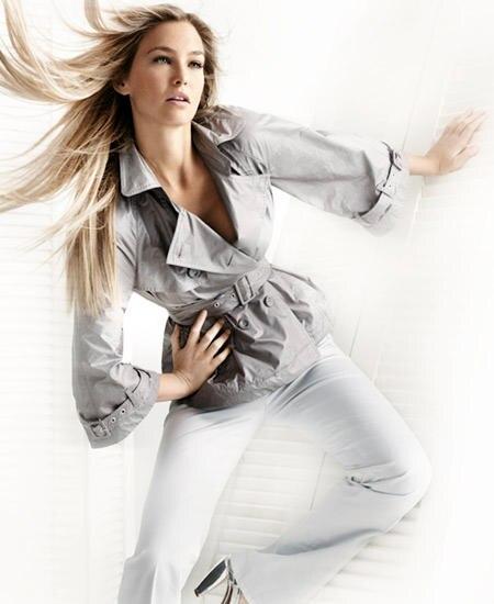 Cool! Schmale Hose zu Silber-Stilettos