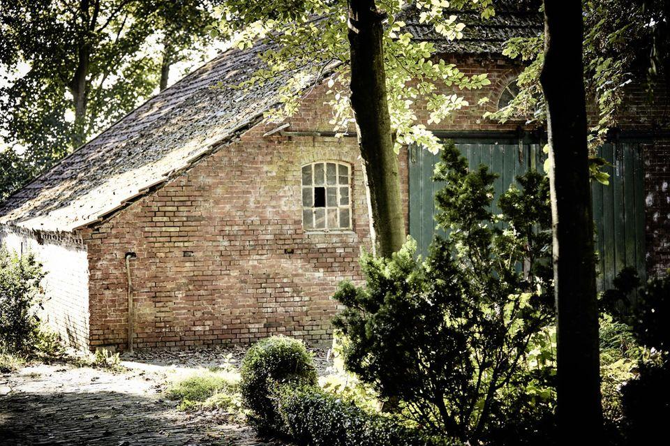 Mitten in Ostfriesland haben sich Luisa Hartema und Keno Weidner ihr Refugium geschaffen - inklusive Kinderzimmer.