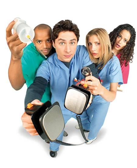 """In """"Scrubs - Die Anfänger"""" sorgt eine befreundete Gruppe von Jung-Ärzten für Chaos im """"Sacred-Heart""""-Hospital"""