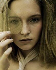 Ist Naturkosmetik besser für die Haut? Experten streiten sich, denn Sensible können etwa auf ätherische Öle genauso gereizt reag