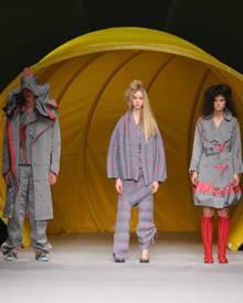 """Issey Miyakes """"Dyson - A Piece OF Clothing"""" Kollektion auf der Paris Fashion Week"""