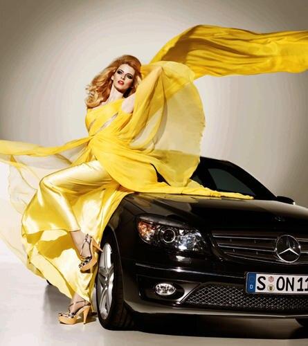 Zwei Schöne, ein Gedanke: Eva Padberg und der neue Mercedes-Benz CLC symbolisieren die Berliner Modewoche