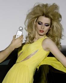 """Glamour made in Germany: """"Eva Padberg und Berlin stehen für einen modernen und jungen Lifestyle"""", so Dr. Göttgens, Vice Presiden"""