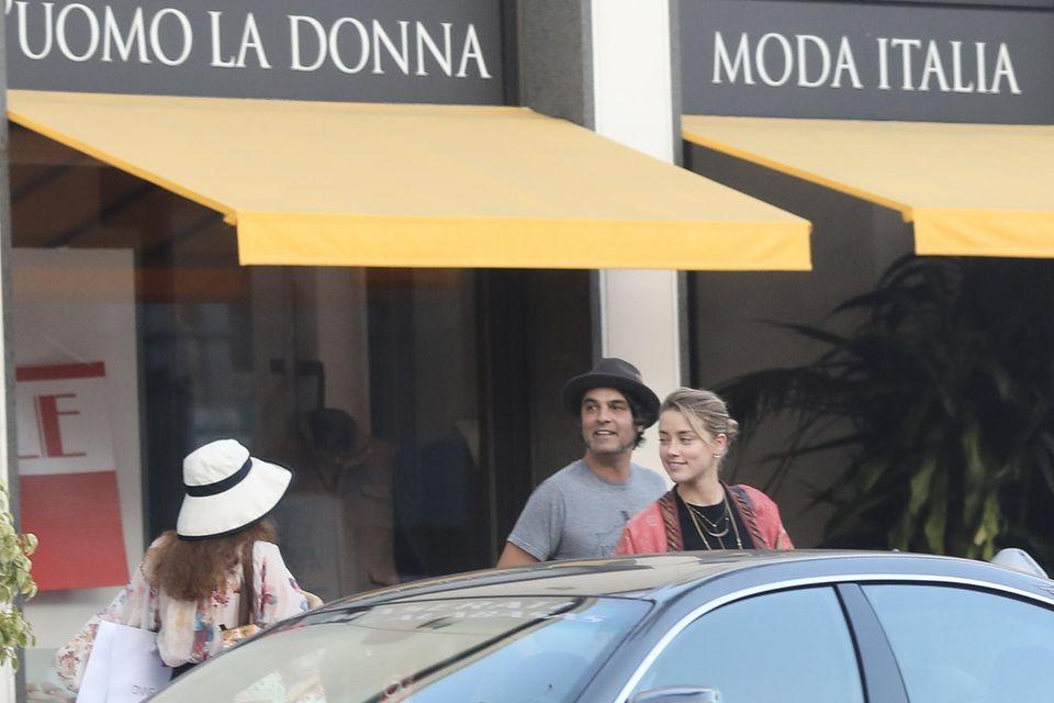 Amber Heard spaziert mit einem unbekannten Mann durch Beverly Hills
