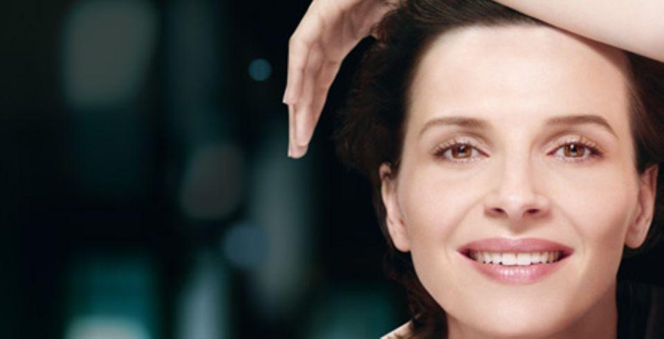 """Juliette Binoche ist das Gesicht der neuen Anti-Aging-Serie """"Rénergie"""" der Kosmetikfirma """"Lancôme"""""""