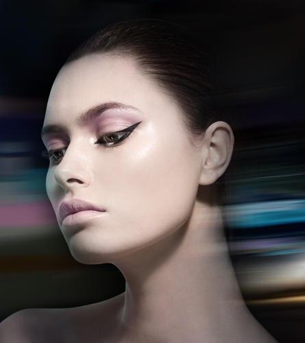 Extravagant applizierter Eyeliner