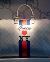 Gucci-Bekennerin Madonna kam extra zur Eröffnungparty des Stores eingeflogen