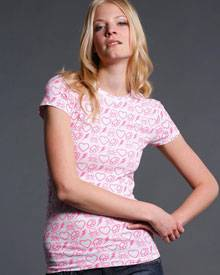 Für Mädels gibt es die Totenköpfe, Tribals, Schlagringe und Flammen in Pink, www.quartier-deluxe.com, ca. 65 Euro