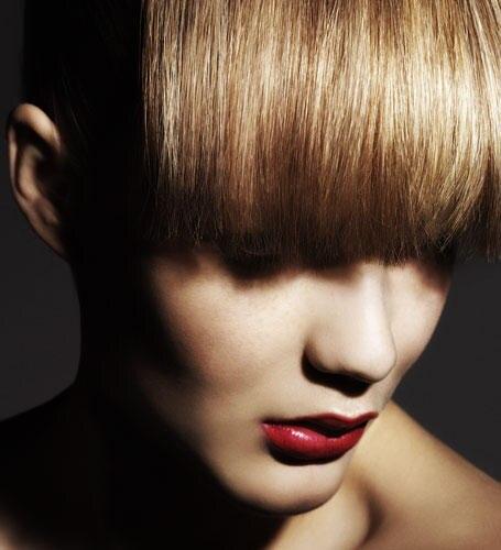 Wie ein Magnet ziehen rote Lippen zuverlässig alle Aufmerksamkeit auf sich und spielen die Hauptrolle bei jedem Make-up