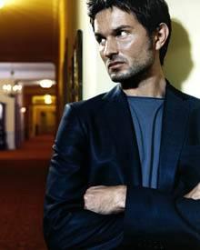 Das Multitalent Simon Verhoven schauspielert erfolgreich, produziert Musik, schreibt Drehbücher und führt Regie