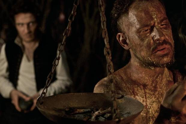 Kann der Holländer-Michel (Moritz Bleibtreu) helfen? Er nimmt den Menschen, die sich in seine dunkle Höhle verirren, viel mehr als den Herzschmerz ...