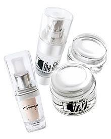 """""""The Eyesential"""" (15 ml, ca. 100 Anwendungen, ca. 70 Euro) wird ergänzt durch """"The Lift"""" für Gesicht, Hals und Dekolletee (ca. 1"""