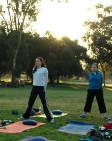 Noch bevor die Sonne richtig aufgegangen ist, trainieren die angehenden Bräute bereits für ihre Traumfigur