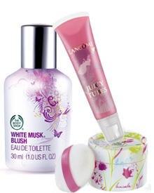 """""""White Musk Blush"""" von The Body Shop, 30 ml EdT, ca. 15 Euro; """"Touche de blush"""" von Yves Rocher, ca. 9 Euro; """"Juiciy Tubes"""" von"""