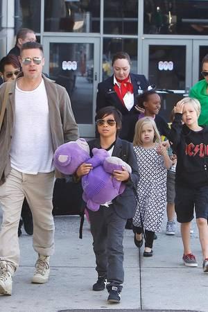 Brad Pitt, Angelina Jolie + Kids