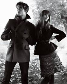 Sam Riley und Rosie Huntington-Whiteley in der Herbst/Winter-Kampagne von Burberry