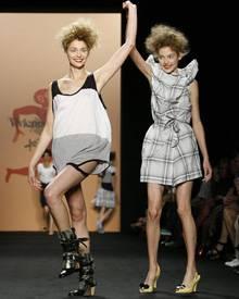 Bei der Abschluss-Show von Vivienne Westwood herrschte ausgelassene Stimmung