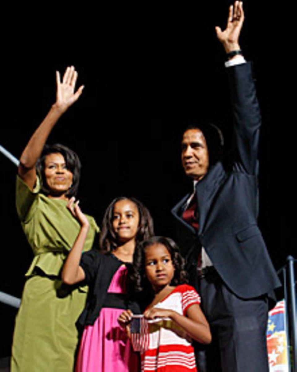 Bei fast allen wichtigen Wahlkampfveranstaltungen dabei: Obamas Frau Michelle und die Kinder Malia und Sasha