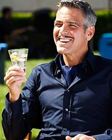 George Clooney hatte angeblich Affären mit allen Martini-Werbefilme-Partnerinnen. Jetzt prostet er Shannyn Sossamon zu
