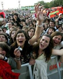 Wo Tokio Hotel auftreten, sind hysterische Fans nicht weit