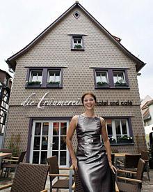 Ende 2006 kaufte Jessica Schwarz das verwitterte Fachwerkhaus und ließ es aufwendig sanieren