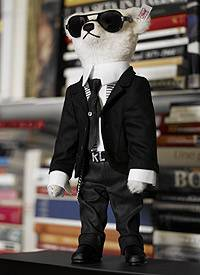 Hat den Überblick: Karl Lagerfeld als Teddybär
