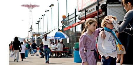 """Helena Christensen beim Shooting ihrer """"Name It""""-Kollektion in Coney Island, New York"""