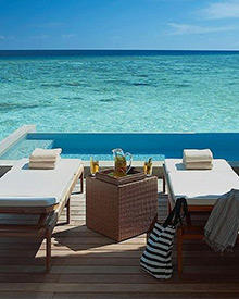"""Liebesnest mit traumhaften Ausblick. Im """"Four Sesons"""" auf den Malediven genossen Paul und Cameron einen Kurzurlaub"""