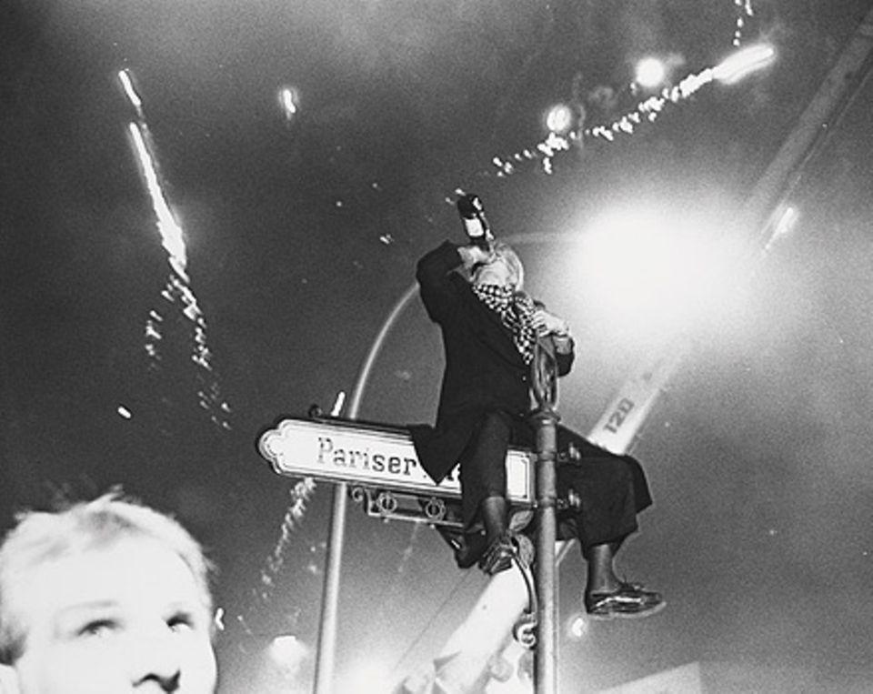 Richard Avedon dokumentierte die erste Silvester-Nacht in Berlin nach dem Mauerfall