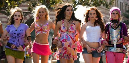 Aus unscheinbaren Mauerblümchen macht Playboy-Bunny Shelley im Handumdrehen heiße Studentinnen