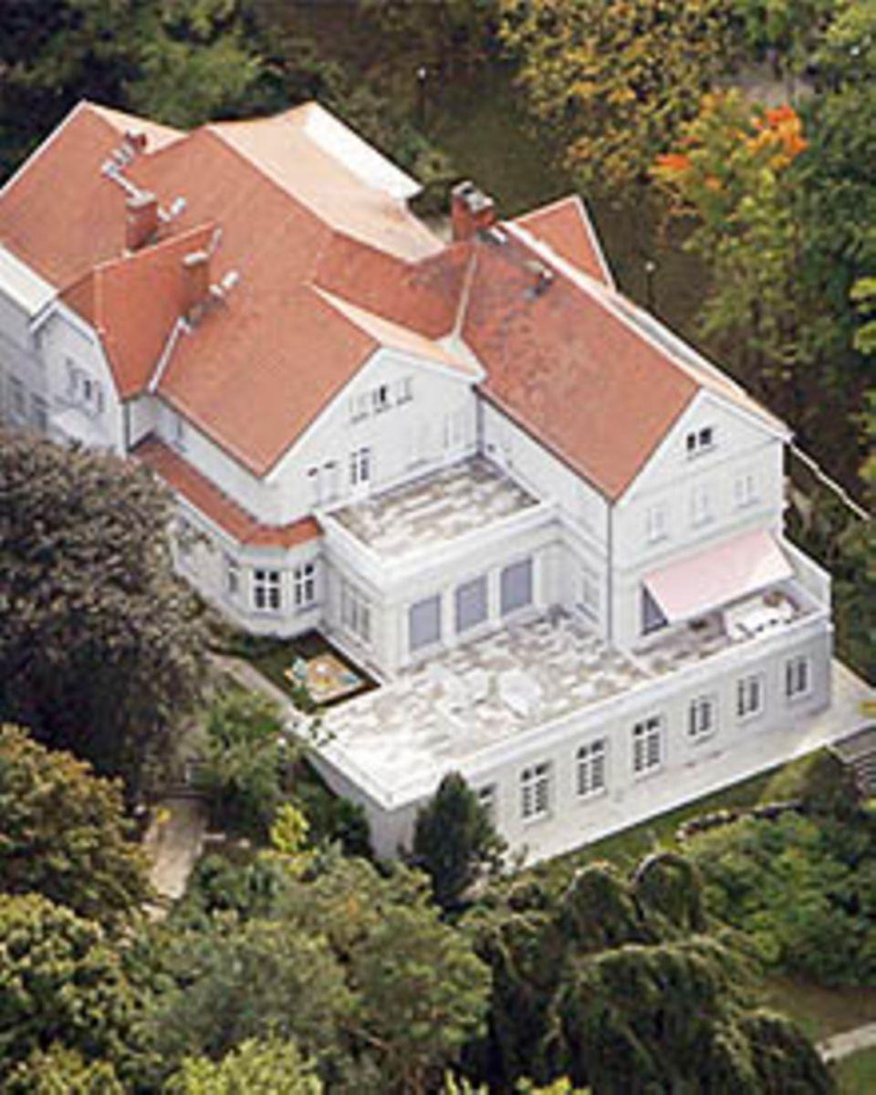 """Das """"Palais Parkschloss"""" am Wannsee ist ein Anwesen mit rund 2800 Quadratmetern Wohnfläche"""