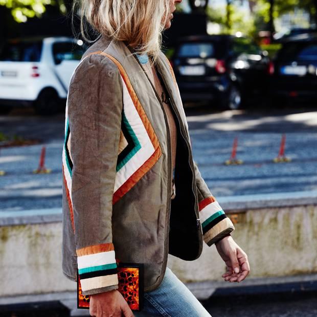 So Sue: Sue trägt eine Samtjacke von Isabel Marant Étoile.