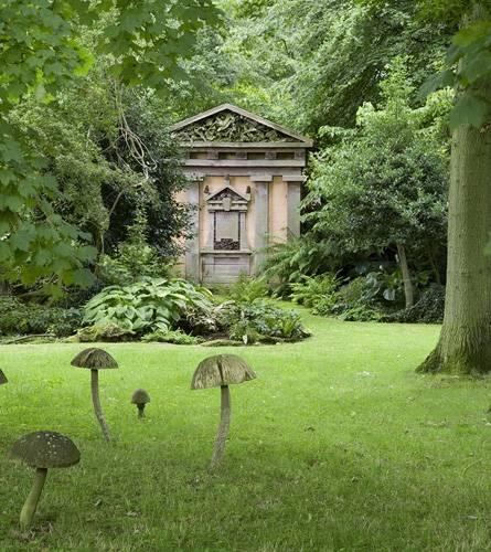 Charles hat die die Gestaltung der Gärten von Highgrove selbst bis ins Detail geplant. Dazu gehörte auch, dass viele Bäume gepfl