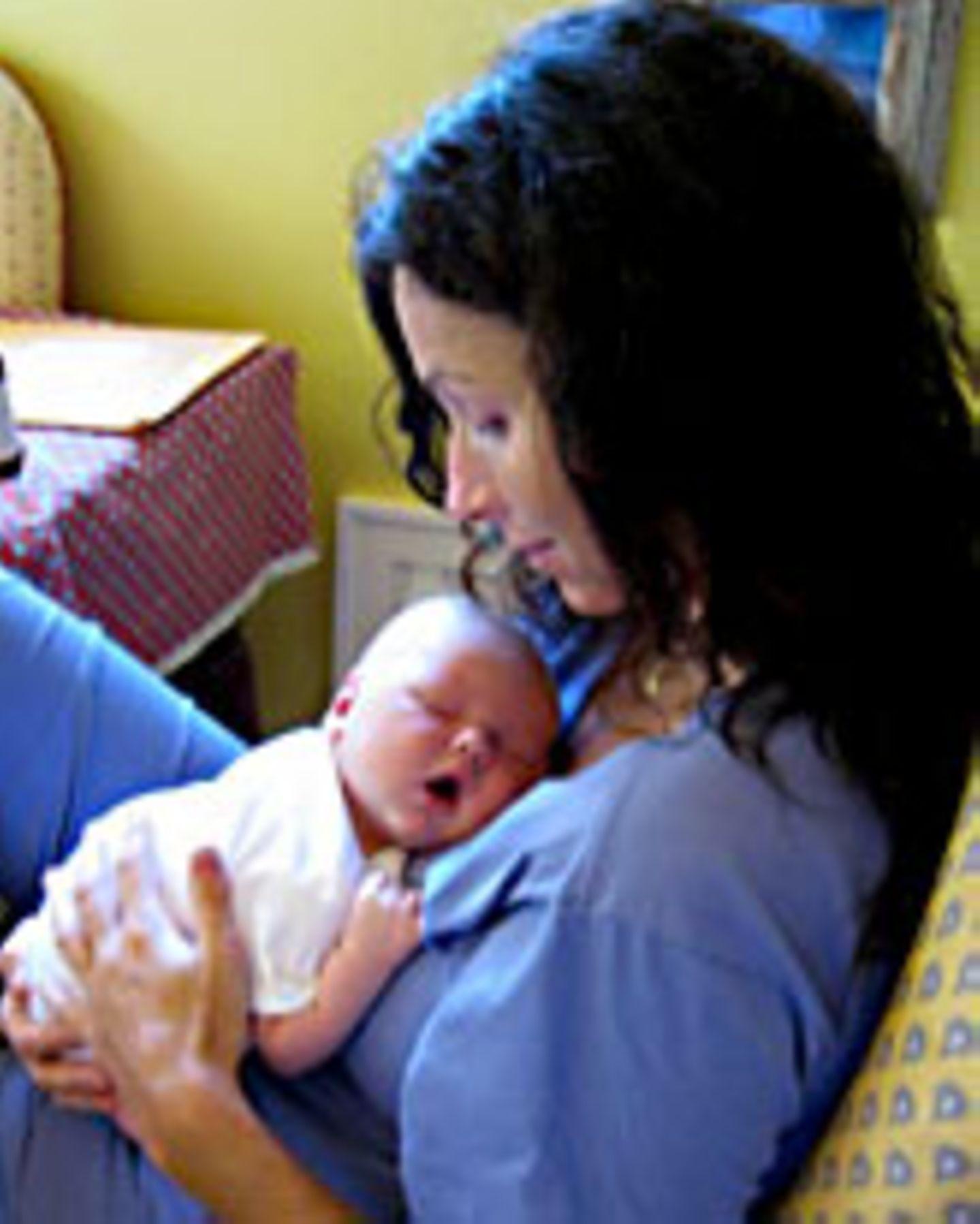 Mama Gegen Schlafenden Sohn
