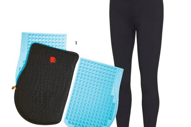 """1. """"Cellulite Massage Mat"""" von Sweet Cheeks, ca. 90 Euro; 2. Beauty Sleep Leggings """"Alhena"""" von Third of Life, ca. 60 Euro"""