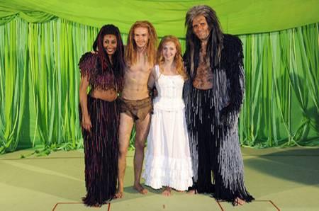 Dschungelkönige: Die vier Hauptdarsteller Ana Milva Gomes (Kala), Anton Zetterholm (Tarzan), Elisabeth Hübner (Jane) und Andreas