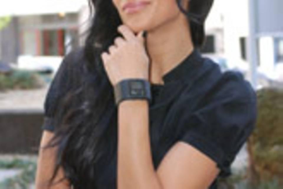 Nicole Scherzinger mit futuristischer Nooka-Uhr