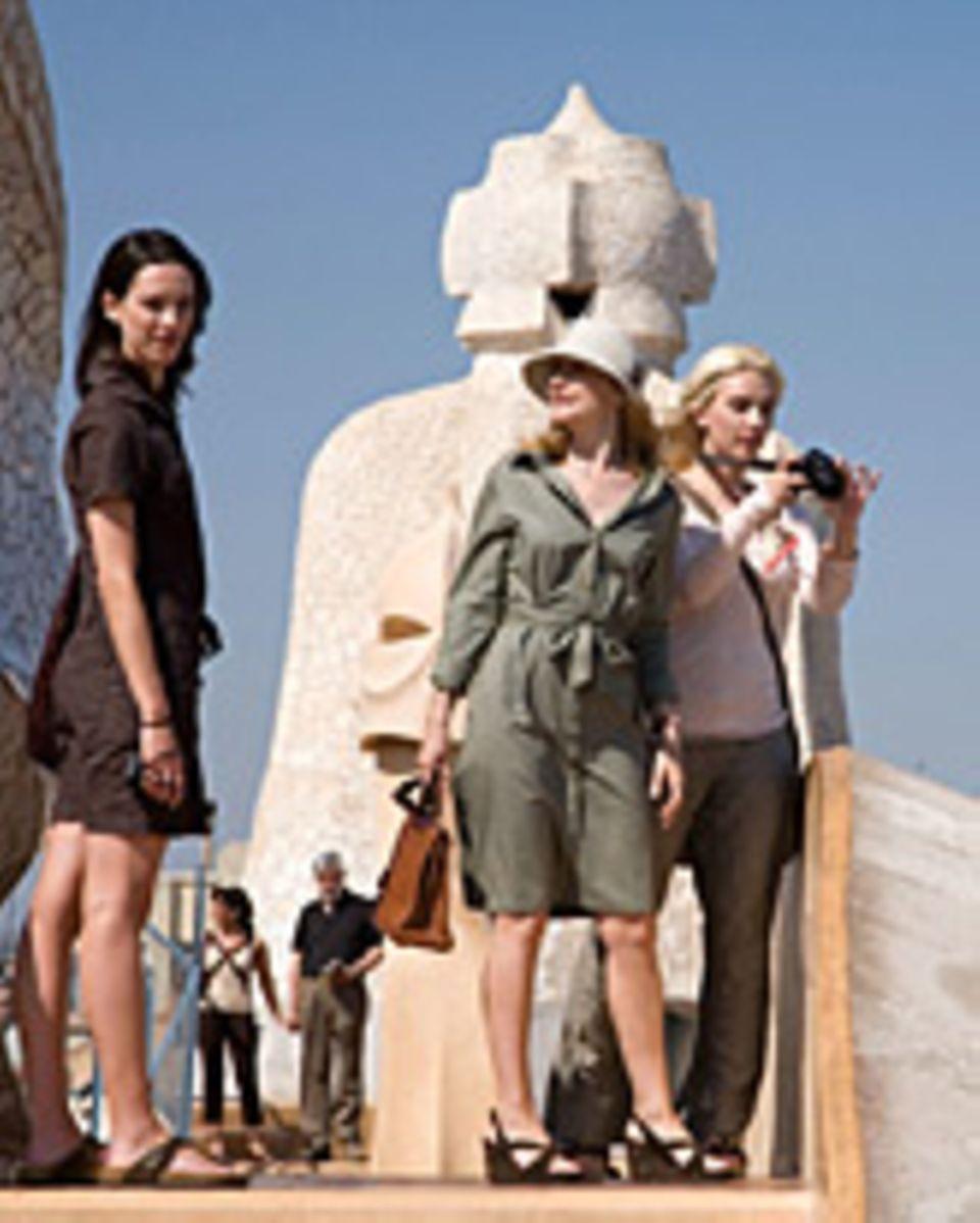 "Hall, Clarkson, Johansson in ""Vicky Cristina Barcelona"""