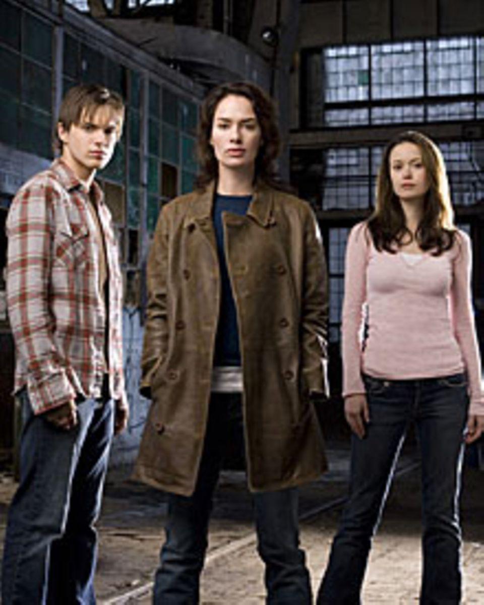John (Thomas Dekker), Sarah Connor (Lena Headey) und Cameron (Summer Glau) kämpfen gemeinsam gegen die Vernichtung der Menschhei