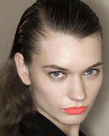 Rote Lippen 220